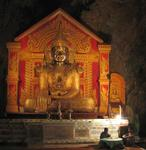 Inside the cave, there are hundreds of Buddhas that are enshrined by stalactites and stalagmites.