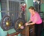 Jean finishes the day off with a gong!  You have to love inter-active temples.
